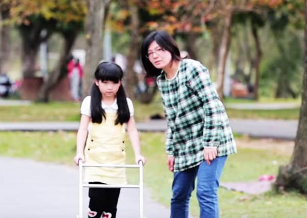 身障小朋友玩遊戲卻被罵「不能走就別出來」,這個時候你會怎麼做?