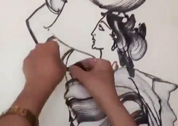 這麼傳神的完美畫作,不看影片根本無法相信他只靠一條繩子就能輕鬆完成!
