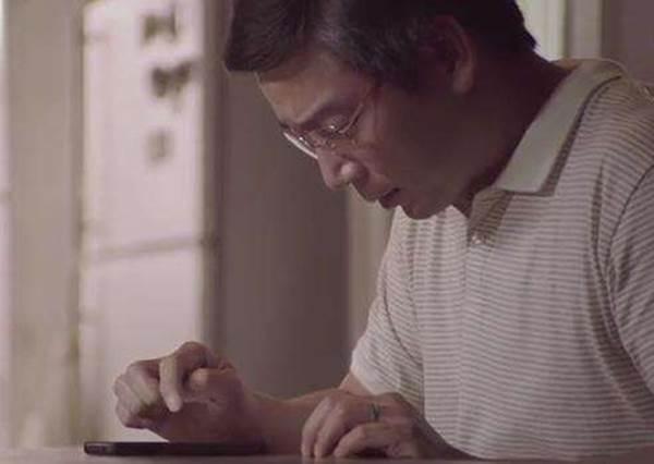 母親過世後為了安慰女兒,這個爸爸想到的點子催淚到甚至都拿獎了!
