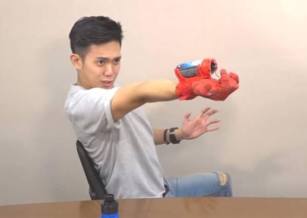 影音/Chris Toy's Unboxing 一起維開箱►►►讓你三秒變身蜘蛛人的超炫手套