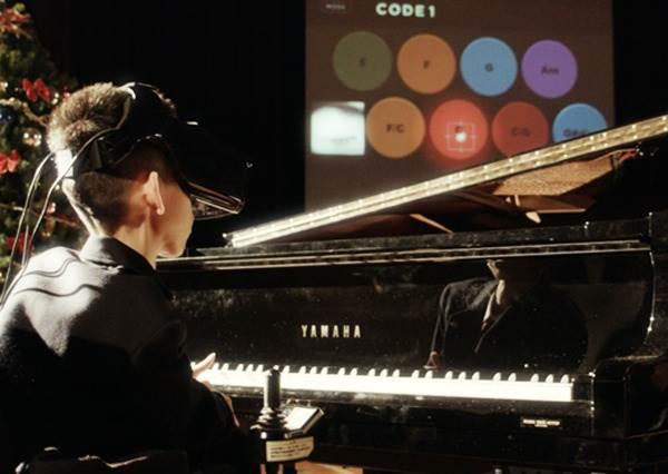 為了完成這群肢體殘障孩子們的夢想,他們居然研發出「用眼睛彈鋼琴」的最新科技!?