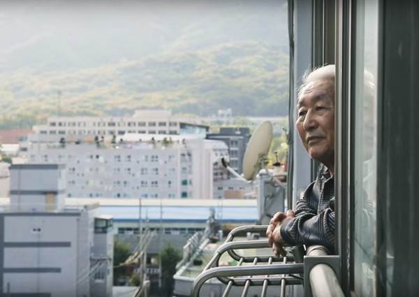 老爺爺藉由實境技術終於重返離開68年的北韓老家,他說的第一句話立刻逼哭600萬網友!