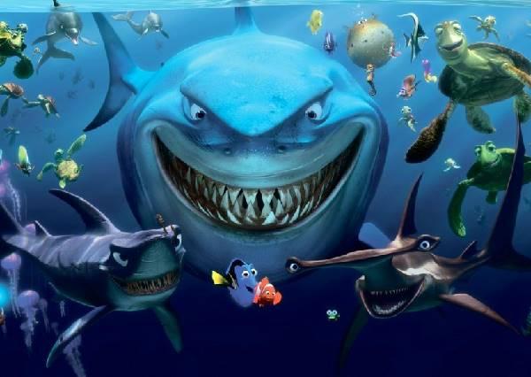 生死一瞬間!衝浪客居然把大白鯊當海豚嬉戲?