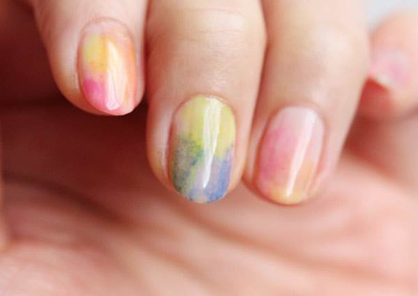 水彩暈染風格指甲彩繪,其實日本現在超級流行!