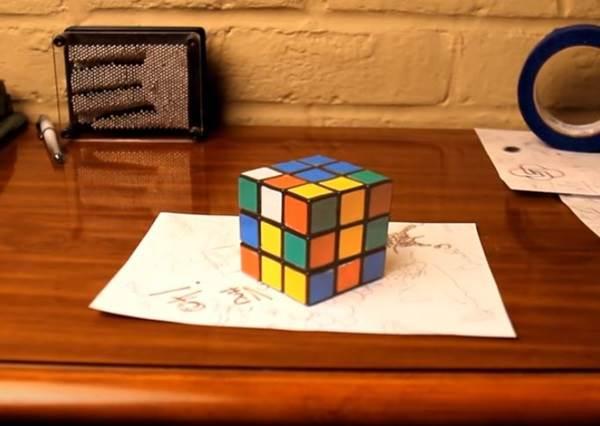 《考眼力時間》這張桌子上有3個物品是用「畫」的,你能找出它們嗎?