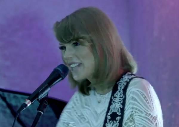 還是難忘吉他的純粹!泰勒絲只給100位忠實粉絲的獨家Acoustic版《Shake It Off》