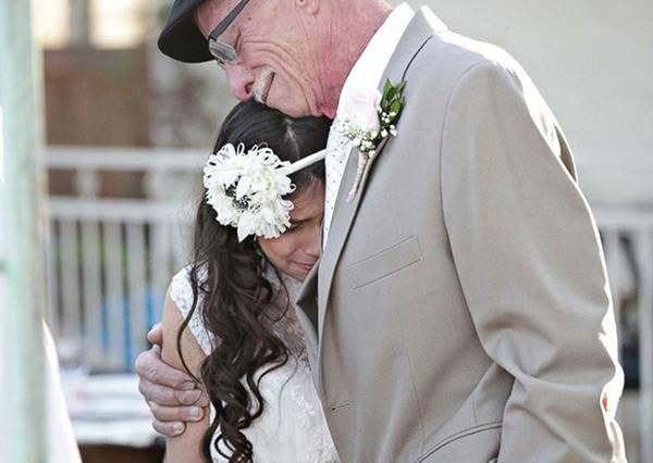 11歲小女孩竟然就「被逼」著舉行婚禮,但她父母絕對不是你想的那樣可惡...