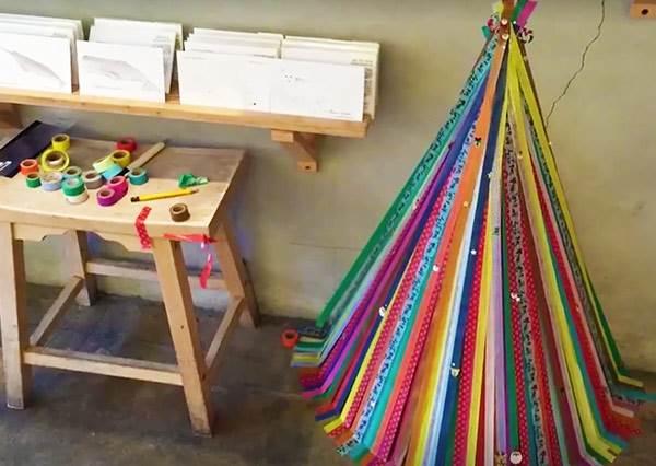 抽屜堆著一堆紙膠帶不會用?不如拿來做手殘也能完成的紙膠帶聖誕樹!