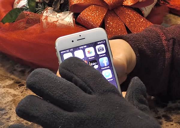 真的不用挖洞!只要3步驟,普通手套也能變成冷冬滑手機專用的觸控手套