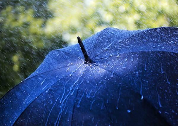 雨傘用久都會漏水?只要拿出吹風機,舊傘又跟新的一樣了!