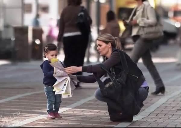看到媽媽把這個預防小孩走失神器拿出來,立刻想賞她一記「金勾臂」!