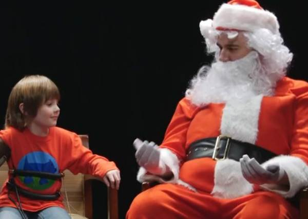 要遙控車還是世界和平?小朋友在聖誕老人面前誠實到太爆笑了!