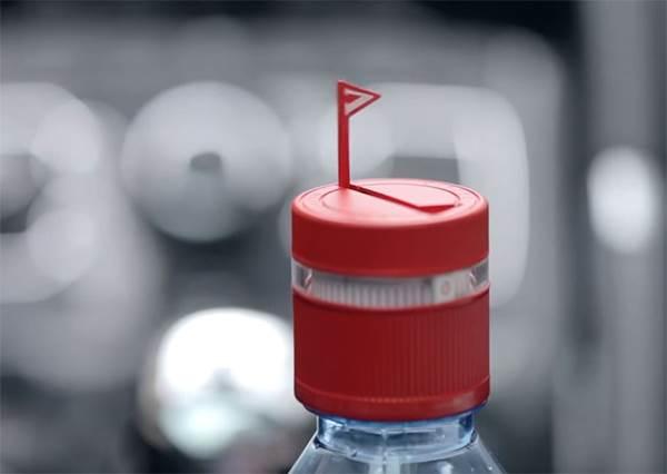瓶蓋還能這樣玩?小小設計讓它定時貼心提醒:主人該喝水囉❤