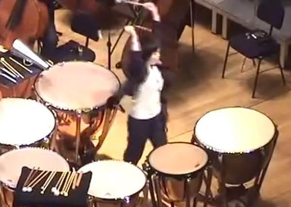 這是什麼瘋狂曲目?作曲家竟然規定演奏結束一定要用㊙㊙㊙跟觀眾謝幕!