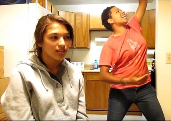 FUN樂團的神曲被這兩個女孩搞笑的翻唱後,又是另一首點閱率破百萬的歌!