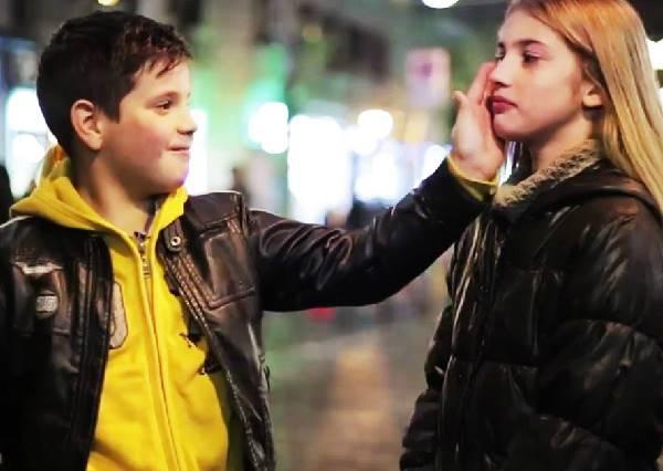 街頭實驗要求小男孩打女生巴掌時,他們最真實的回答與反應感動全世界!