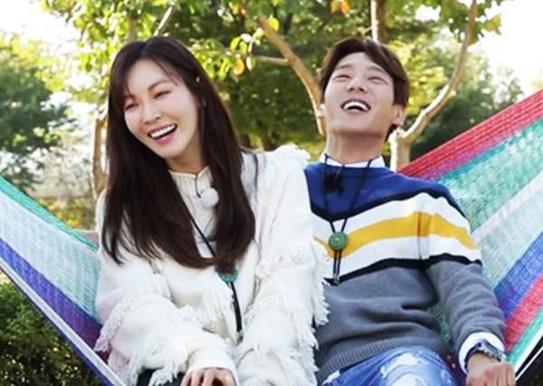 不能怪粉絲看《我們結婚了》太入戲!金素妍霸氣親了郭時陽,連EXO都想戀愛啦❤