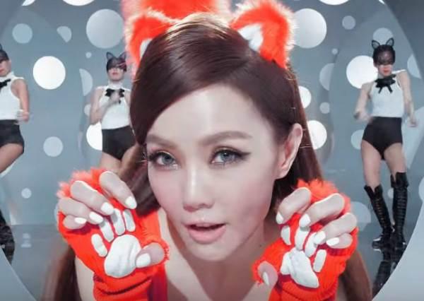 「姐姐」謝金燕剛剛PO出的新MV真的太可怕了,超洗腦旋律又要讓人完全擺脫不了!