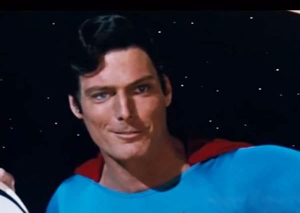 當超人因為「一顆棒球」亂入太空片...這樣我以後要怎麼看電影啦!?