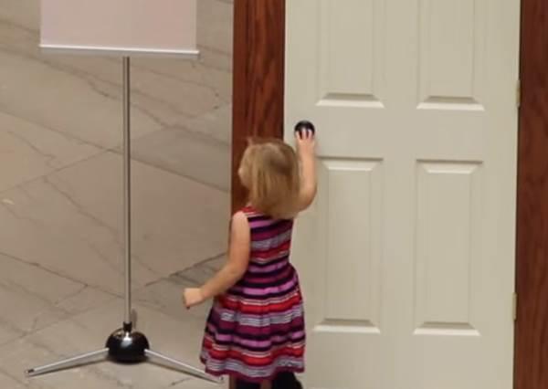 這扇門後到底有什麼呢?別再跟好奇心對抗了,打開後的驚喜讓大人小孩都玩得超開心!