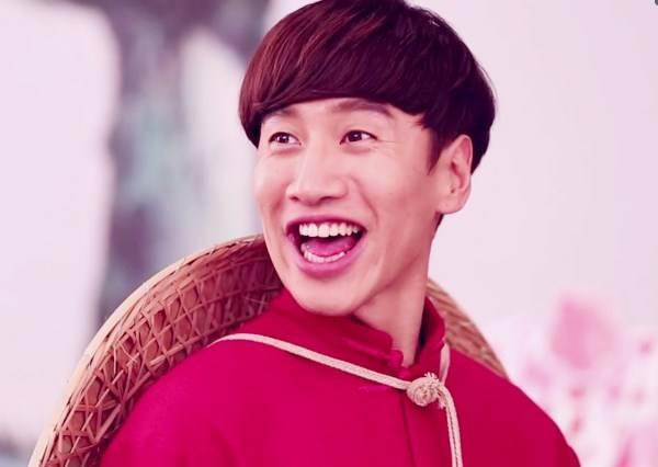 亞洲王子洗腦賀歲歌推新作!李光洙「蹲」拍任人摸腹肌?