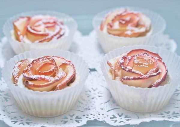 捲一捲就能變成美麗花甜點~看起來很難其實超簡單的《蘋果玫瑰捲》