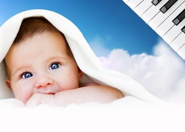 半夜睡不著覺~小寶寶半夜不睡覺,暖爸爸彈催眠曲才5秒,神奇的事情就這樣發生了