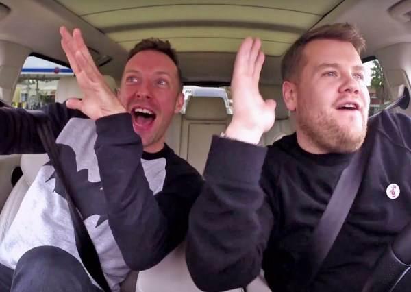 酷玩樂團一點也不酷?主唱克里斯馬汀把車上卡啦OK變BL爆笑劇!