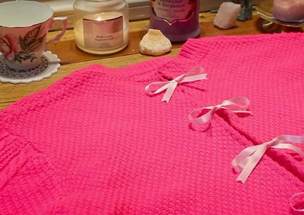 舊毛衣這樣做,輕鬆改造成甜美又性感的《蝴蝶結露背毛衣》!?