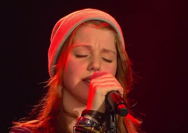 她選擇Birdy高難度歌曲翻唱,沒想到才唱第一句,全場觀眾就被這超越靈魂的嗓音驚呆了!
