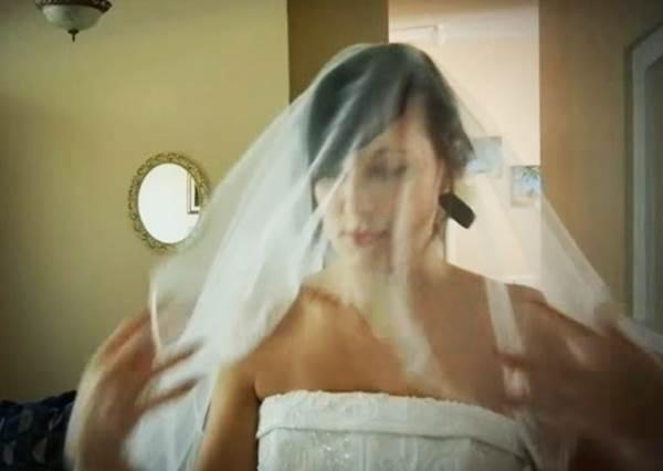 她在結婚7周年這天換上婚紗給老公大驚喜,老公看到的反應讓網友狂推說她沒有嫁錯人!