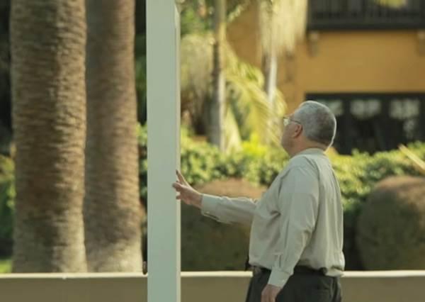 哆啦A夢的任意門竟然真實出現了?他們親眼看到一個男人走進「任意門」然後瞬間消失在眼前!