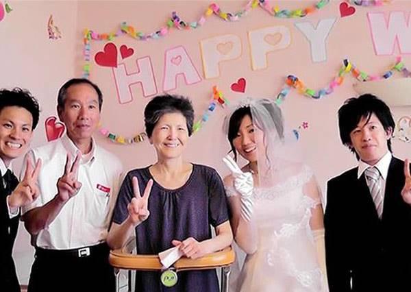 給生病的母親一個大大驚喜!!止不住淚水的結婚典禮,我把我女兒交給你了。