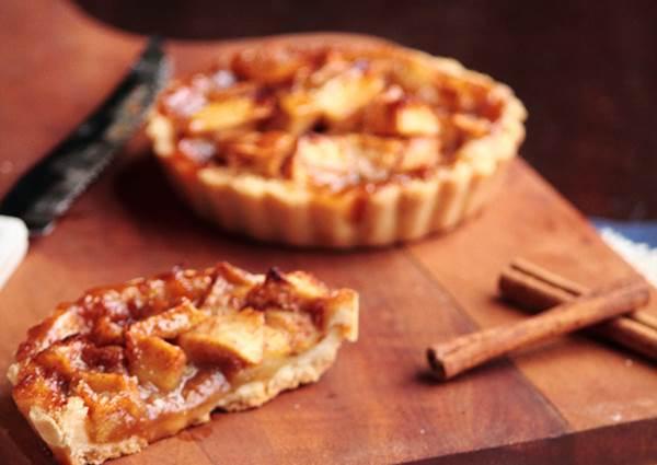 輕鬆烤就好吃!只需四種材料的簡易版《焦糖蘋果派》