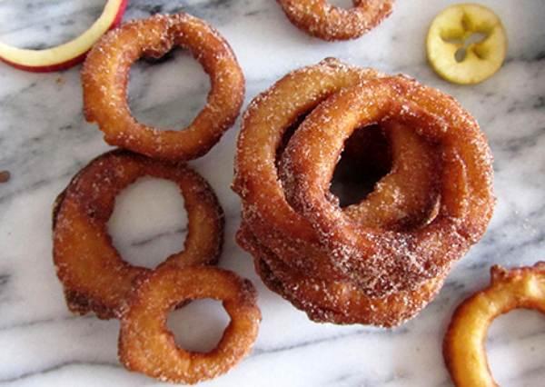 水果也能熱著吃?4步驟完成蘋果甜甜圈,冬天最溫暖的點心!