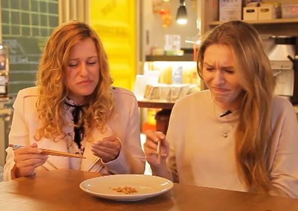 外國人挑戰吃納豆,結果反應差超大!有人說好吃,卻有人說超像嘔吐物?!