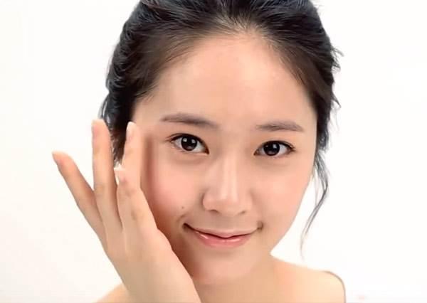 f(x)的Krystal教妳一天變換3種妝容,差別竟然只是在睫毛膏!