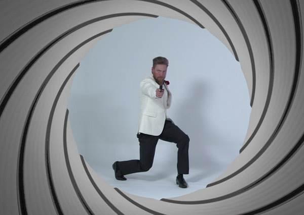 原來 60 年前的 007 比現在的帥上好幾倍啊!