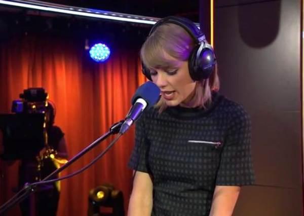 泰勒絲的歌就是聽千遍也不膩!當你聽過她改編成名曲《Love Story》後,你就會再次fall in love~