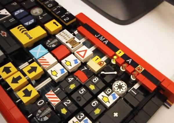 Lego果然無所不能!這次又有神人打造出真的能打字的「樂高鍵盤」,用它打報告會比較快嗎?