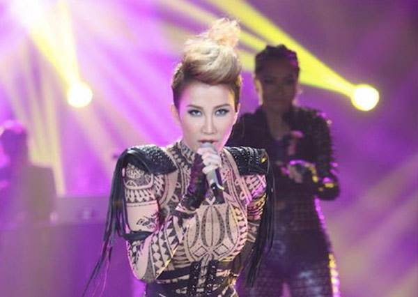 果然是天后!李玟超狂挑戰Lady GaGa 長袍一脫秒變賭城大秀