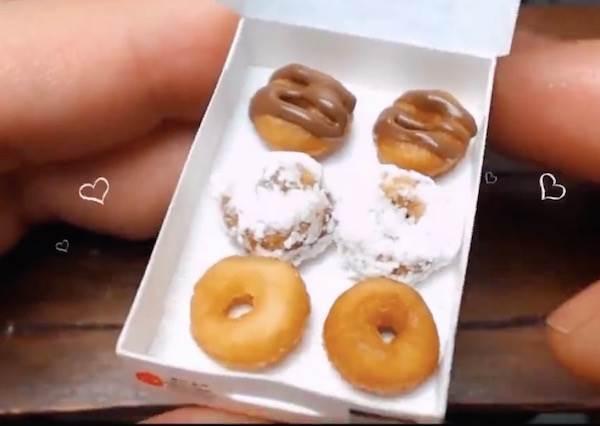這個人不但打造出超迷你廚房,甚至還真的做出小人國才有得買的超迷你甜甜圈!