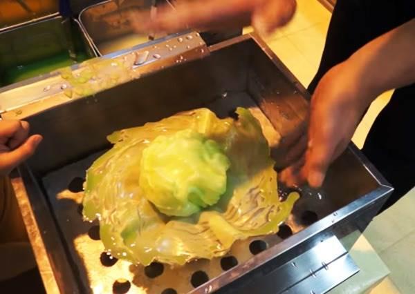 捲一捲竟然變出一顆高麗菜? 日本達人示範仿真食物模型製造過程,這不吃根本不知道是假的啊
