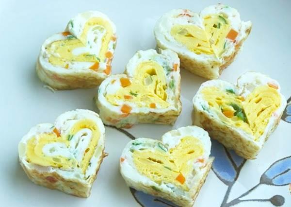 你看過這麼色香味俱全的「三蔬蛋捲」嗎?原來只需要提前做這個動作,就可以讓煎蛋變得很有趣!