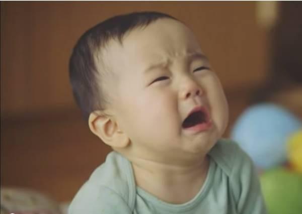 媽媽外出,小孩大哭,新手爸爸的大危機!!!!結局是?!!