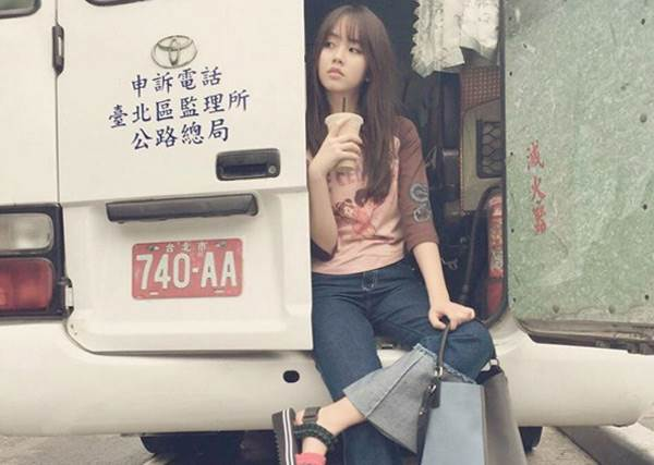 臉蛋決定一切!金所炫台灣街拍pose隨便擺,把台北巷弄瞬間拍得跟紐約一樣時尚!