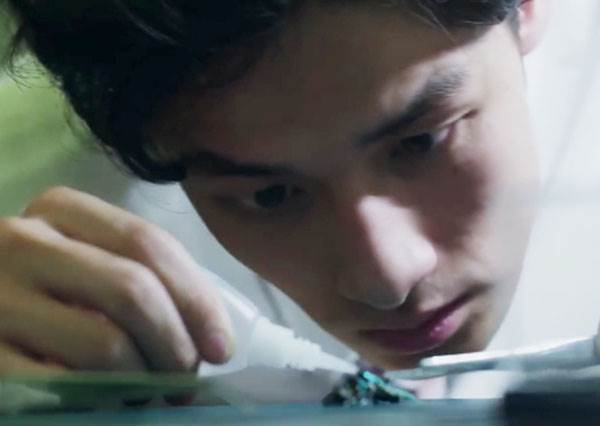 日本招募外科醫生要考「折紙鶴」讓人超傻眼,但看到他們摺出來的成品,你一定會懂背後用意!