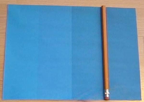 視覺迷思測驗》明明是張擁有4種不同藍色的紙,放上一支筆後…你絕對會不敢相信自己的眼睛!