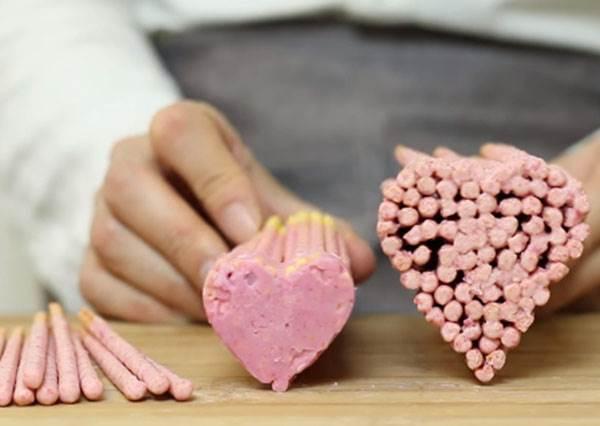 除了一根接著一根吃,還能把一束巧克力棒變成卡哇伊「愛心pocky」?!