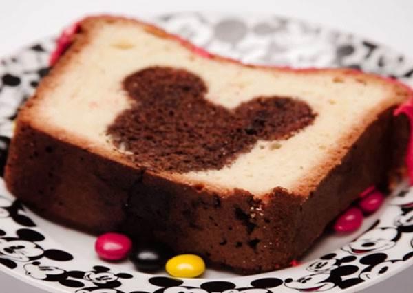 尋找米奇大作戰! 切開才會發現米奇藏在裡面的「躲貓貓蛋糕」,迪士尼公布配方讓你學!